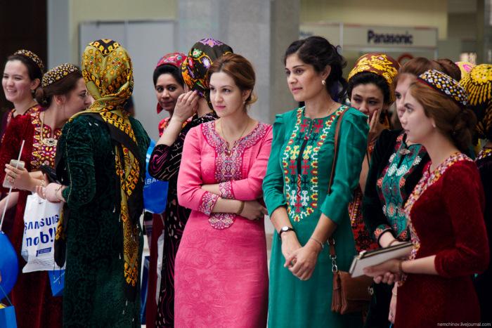 Фото туркменского платья