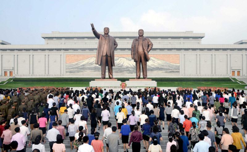 Кадры повседневной жизни в Северной Корее (38 фото)