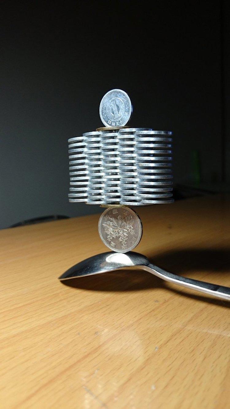 конструкция из монет