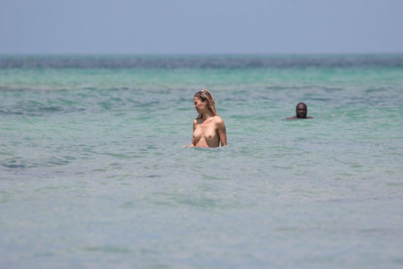 голая боня на пляже фото без цензуры