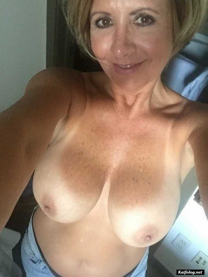 Obedient Mature Selfies Big Tit Amateur Pic 1